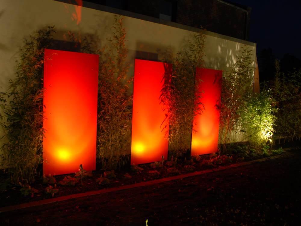 Die beleuchteten Resopalplatten zeigen nicht nur am Tage eine eindrucksvolle Wirkung