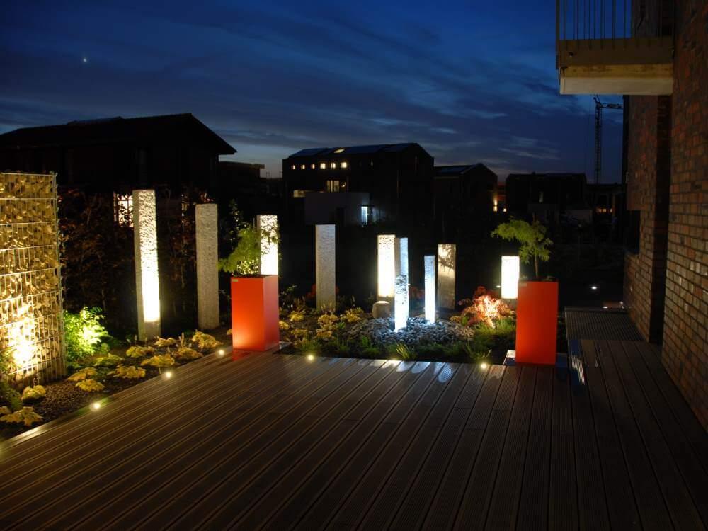 Auch in der dunklen Tageszeit hat der exklusive Garten einiges zu bieten