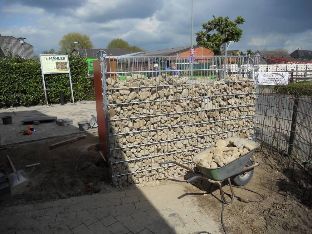 Die Montage von Steinzäunen