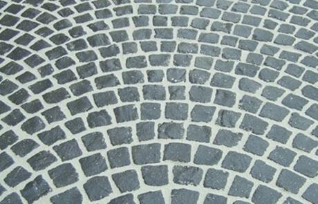 Basaltpflaster 7/9 cm mit Segmentbogen verlegt