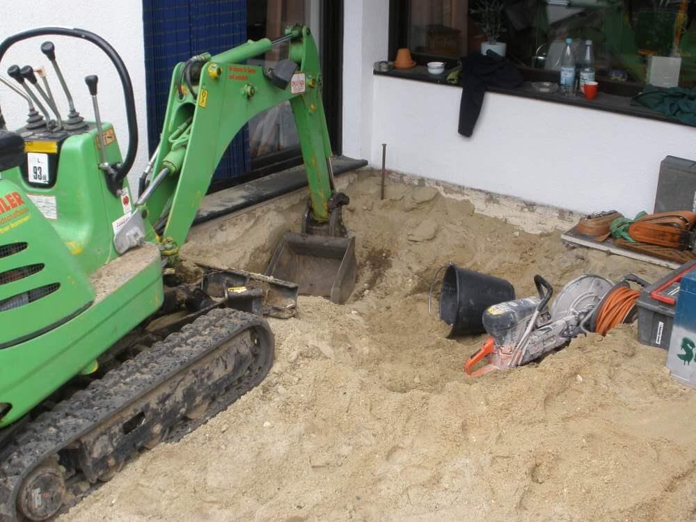 Vorbereitende Erdarbeiten für den neuen Sommergarten