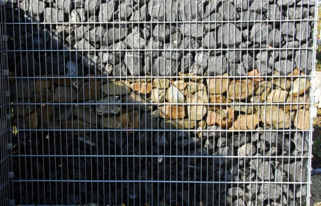 Steinzaun 2-farbig befüllt