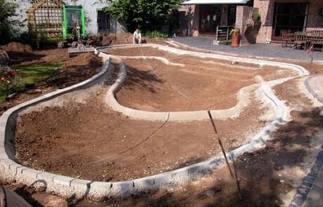 Bau eines Zierteich mit mehreren Stufen