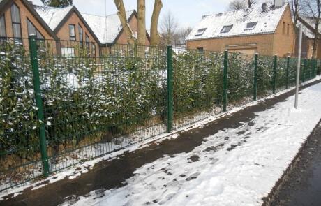 Stabmattenzaun als Einfriedung des Grundstückes